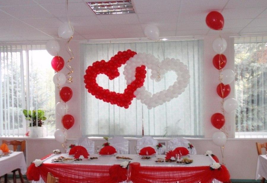Как украсить на свадьбу зал шариками